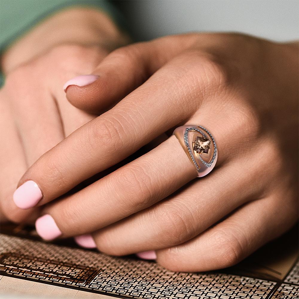 Кольцо с раух-топазом и фианитами из красного золота