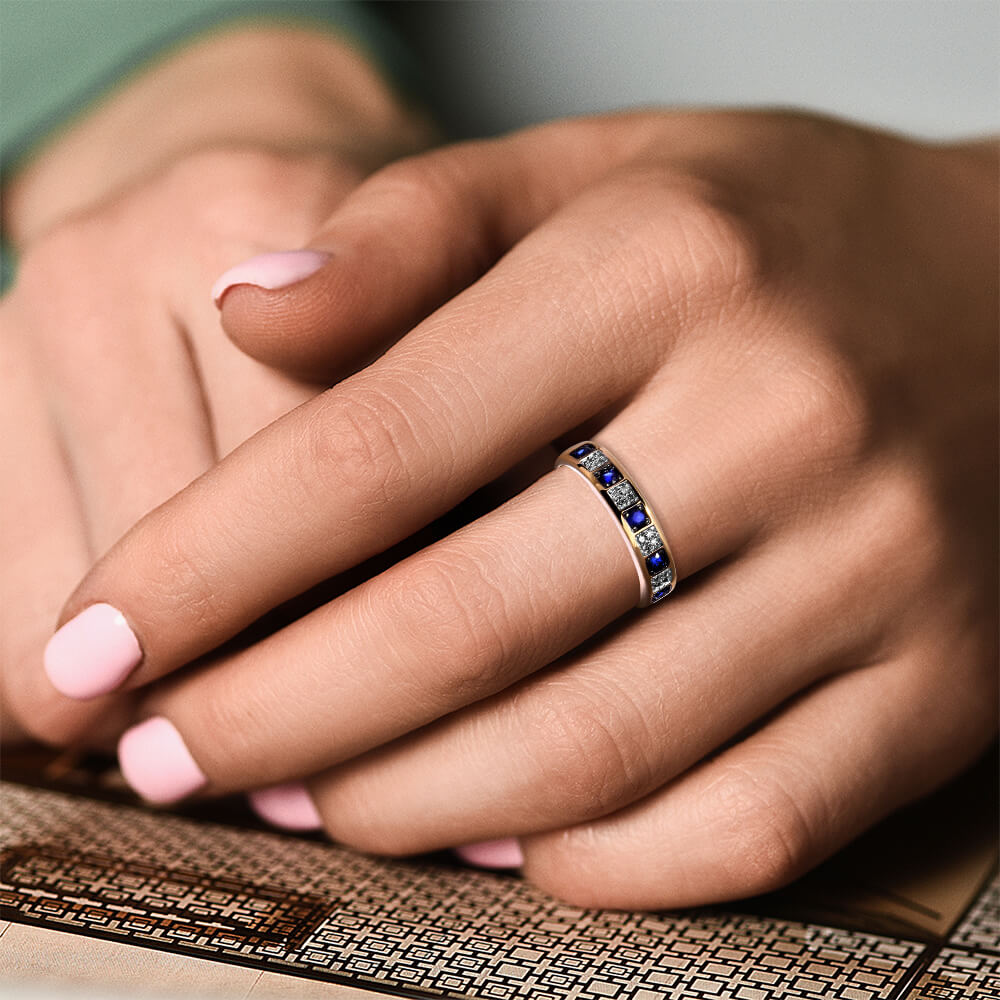 Кольцо с сапфирами и бриллиантами из золота