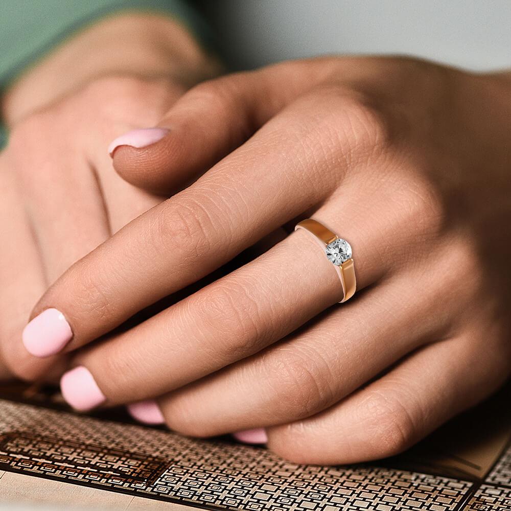 Кольцо из золота с кристаллом SWAROVSKI